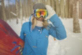 zeal-goggles-women-skiing