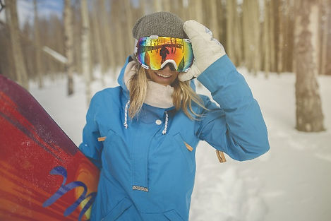 zeal-goggles-women-skiing