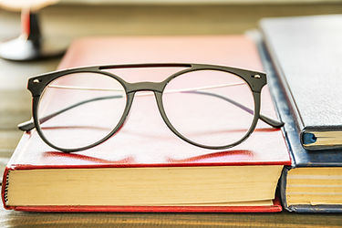 close-up-eye-glasses-and-books-2-SR5YQGT