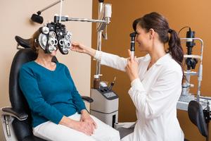 detecting an aneurysm through an eye test