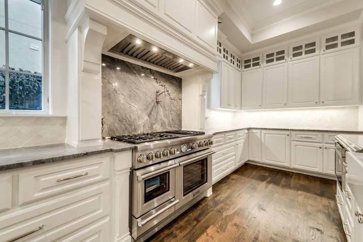 range oven-granite backsplash.jpg