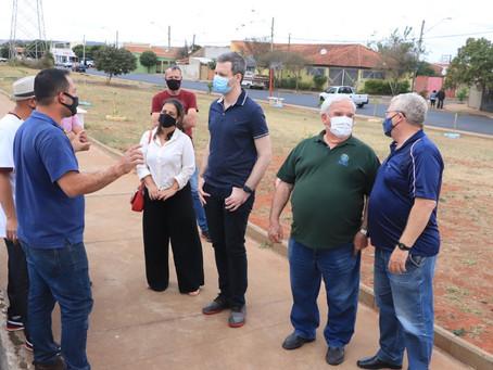 Maria Luiza recebe atenção de vereador com representantes da Prefeitura