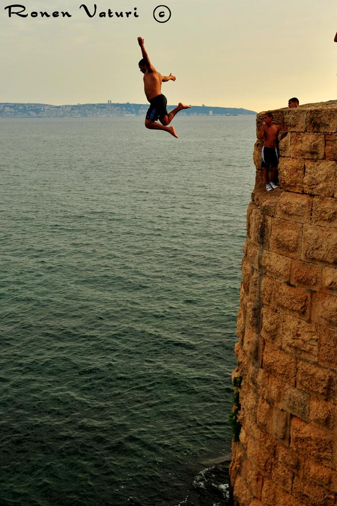 עכו - קפיצה מהחומות