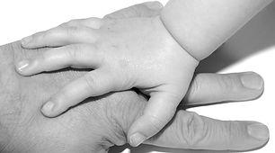 mani-bambino-padre-immagine-generica.jpg