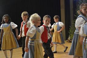 Kindergruppe Jugendgruppe Kinder- und Jugendgruppe Trachten Trachtengruppe Menzingen