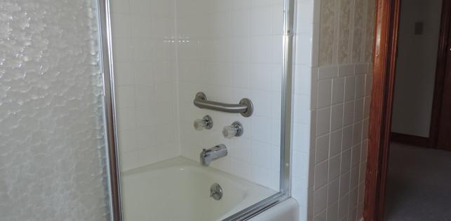 16 Upstairs Bath 2.JPG