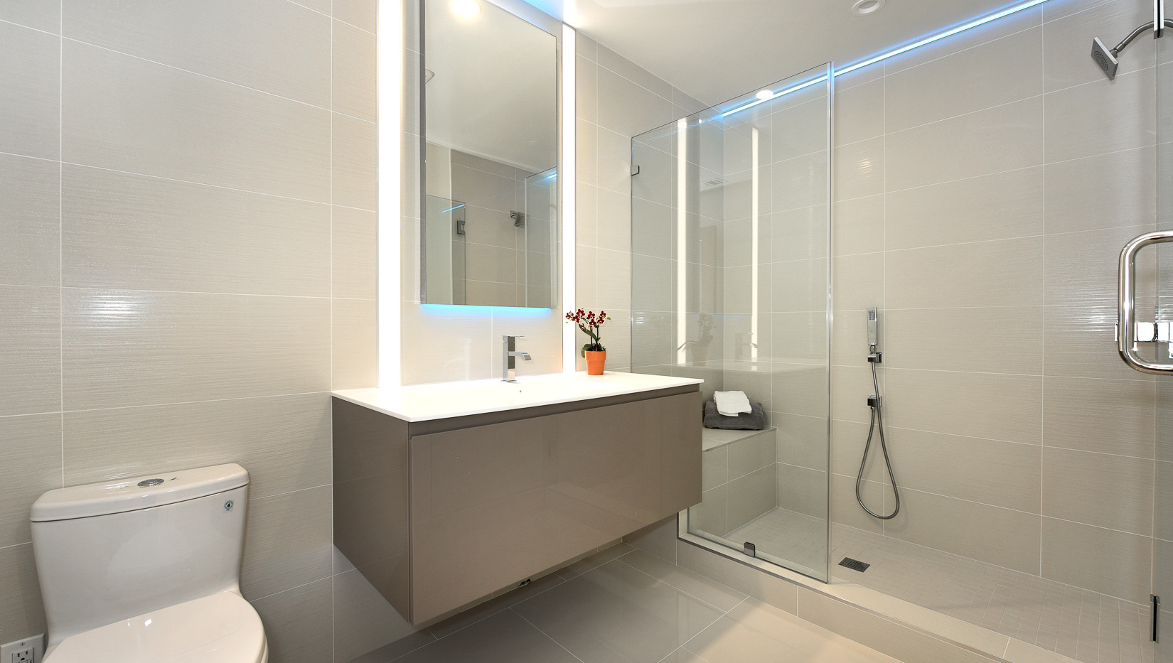 Bathroom 1 Hall.jpg