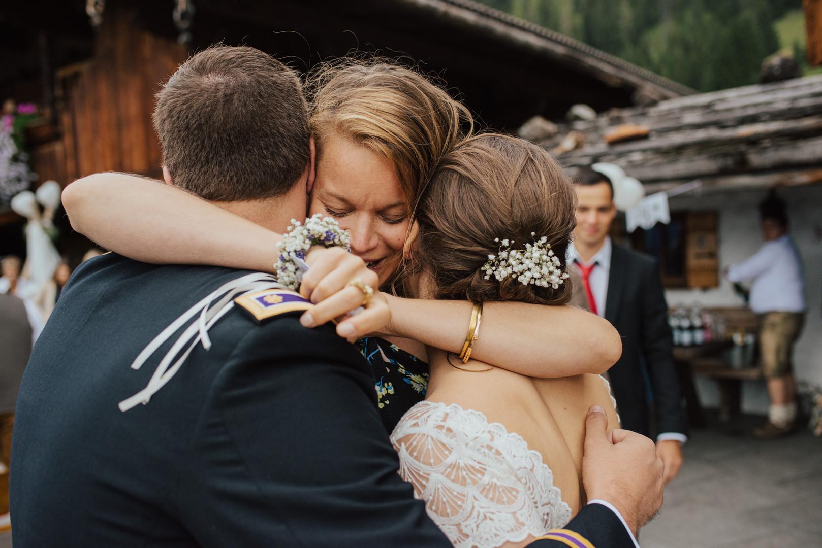 Gratulation Brautpaar Bischofer Alm Tirol