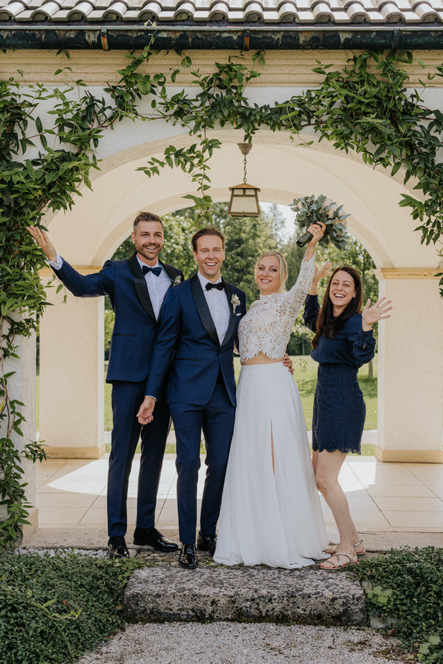 Gruppenbild Brautpaar und Trauzeugen auf Schloss Höhenried am Starnberger See