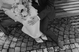 Detailfoto Brautkleid und Anzug