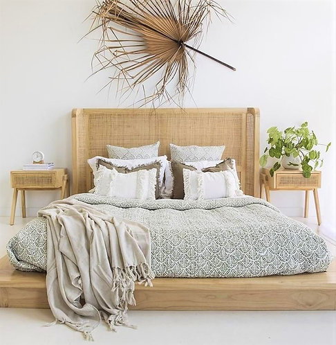 Castaway Bed - Solid Sustainable White Cedar - Queen - rr$2199
