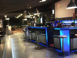 Accès au bar principal