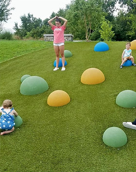 social_distace_fun_earth_balls_children_