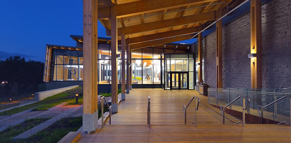 Exterior_Deck-Night-View52fa87a76e1a9