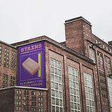 Werbung auf einem Gebäude