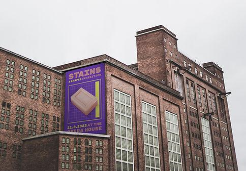建物の上の広告