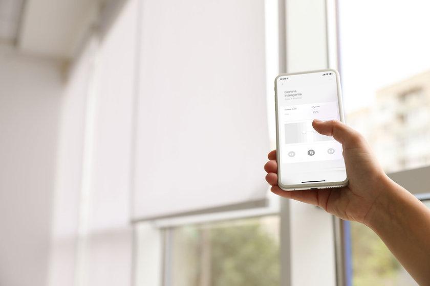 smart_curtains_hand_app.jpg