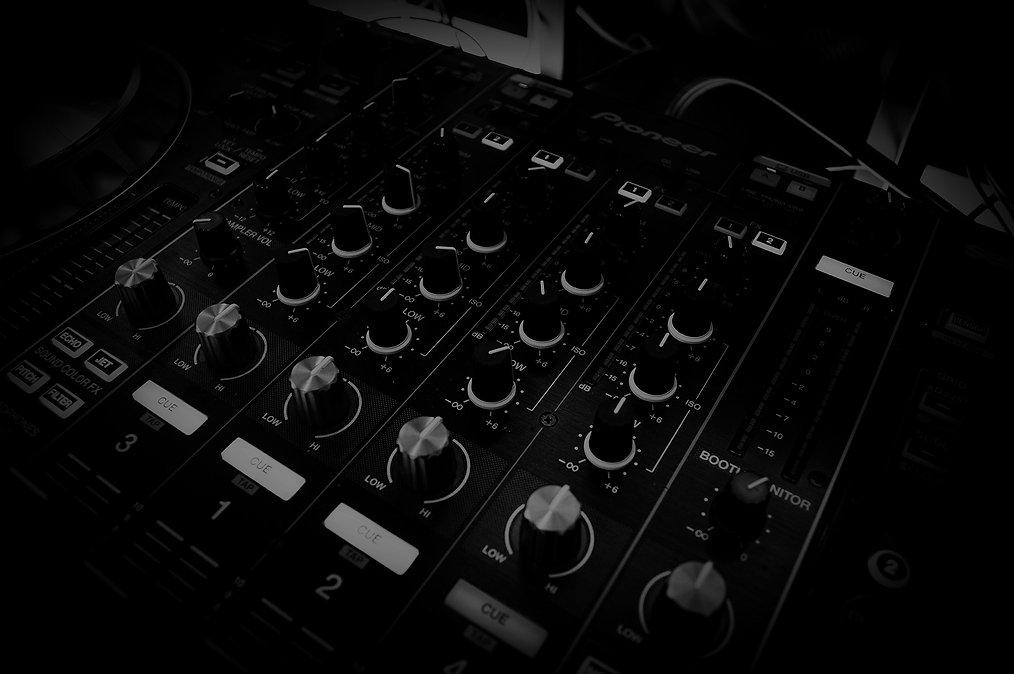 Music%20Mixing%20Equipment_edited.jpg