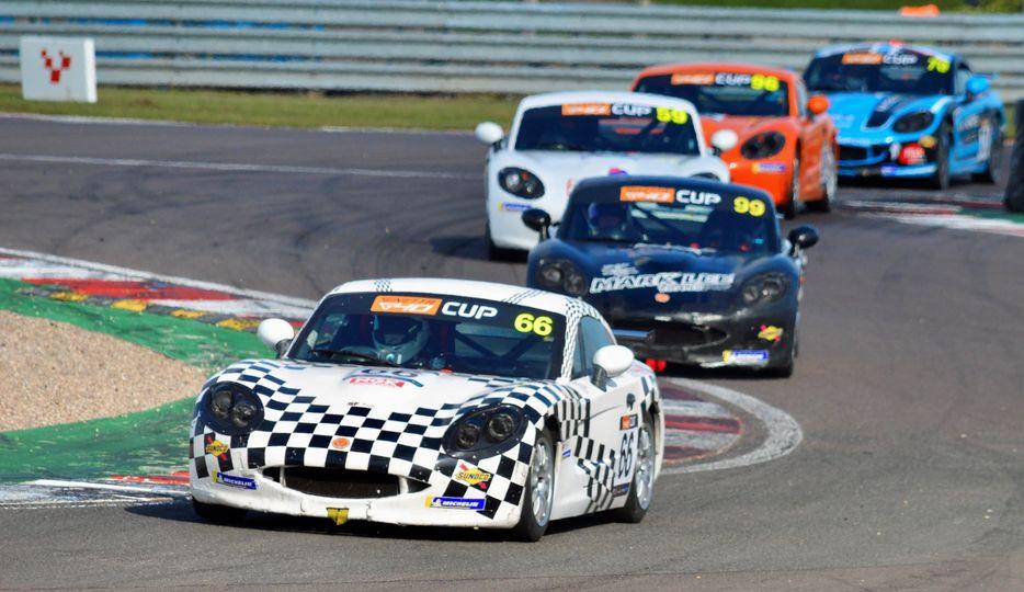 Ginetta G40 race at Donington Park