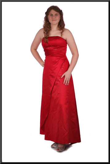 Size 10 / 12 strapless satin effect evening with ruched bodice and corset tie, red.