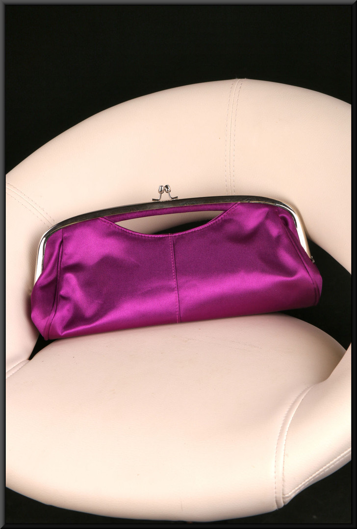 Satinette clasp bag – plum
