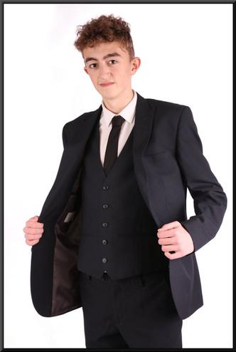 Very dark blue 3-piece suit, with grey satin lining, chest 40L, waist 32, inside leg 31, fit regular