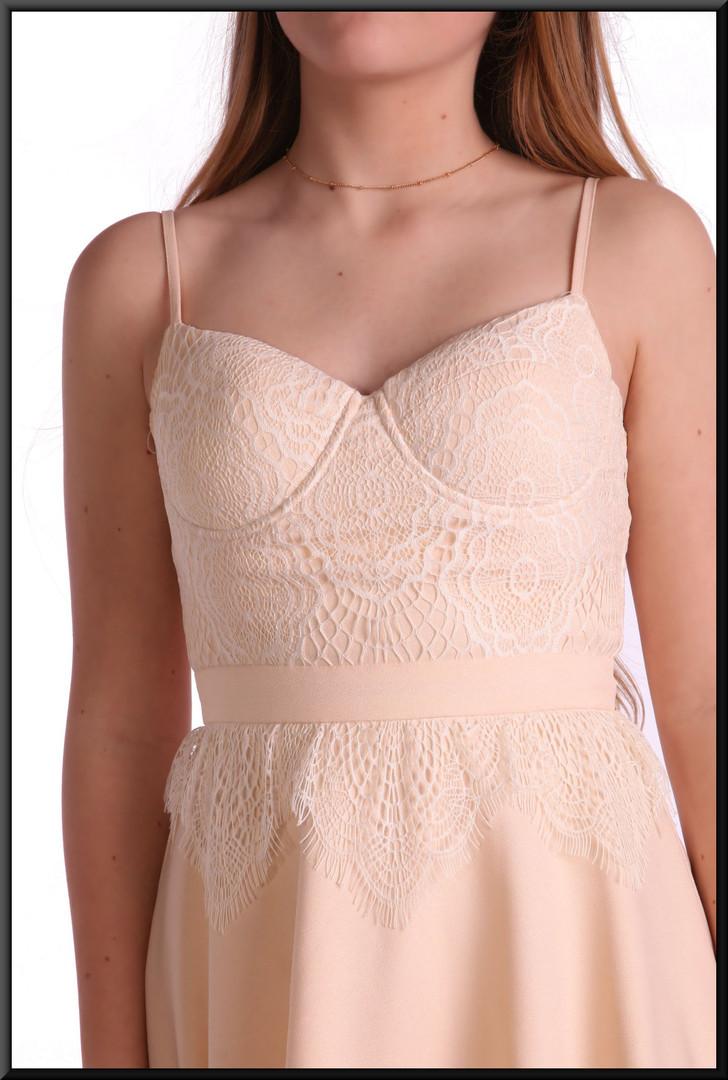 """100% polyester full short skirt cocktail dress, size 8 in mid cream. Model height 5'5"""""""