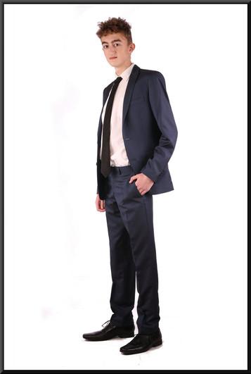 Two-piece slim-cut men's / boys' suit, chest 36, waist 30, inside leg 31, fit regular - dark blue