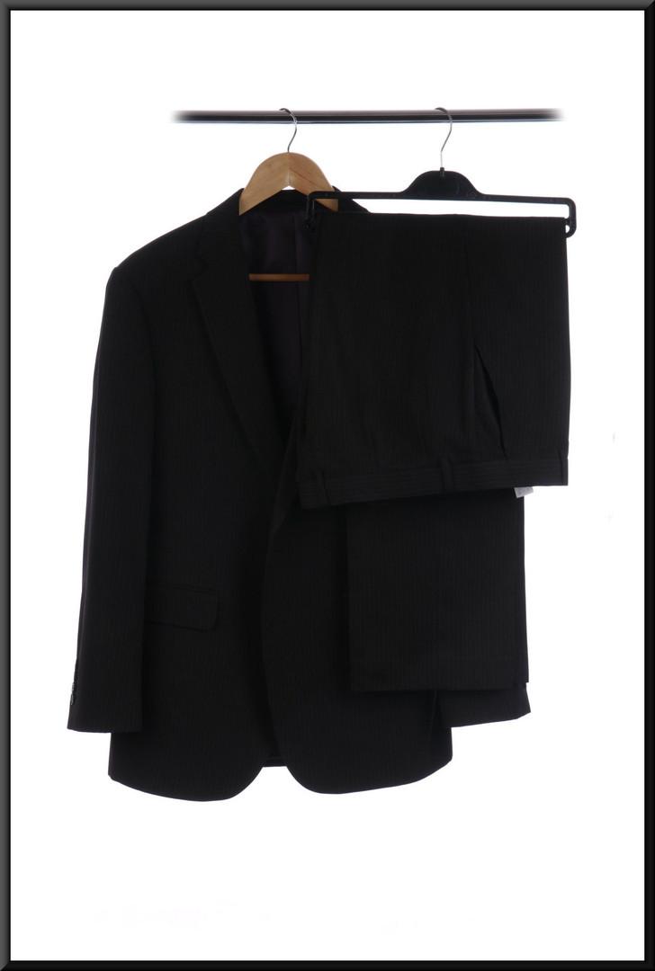 Men's pin stripe lounge / business suit jacket 40 short trousers waist 34 inside leg 29 - grey