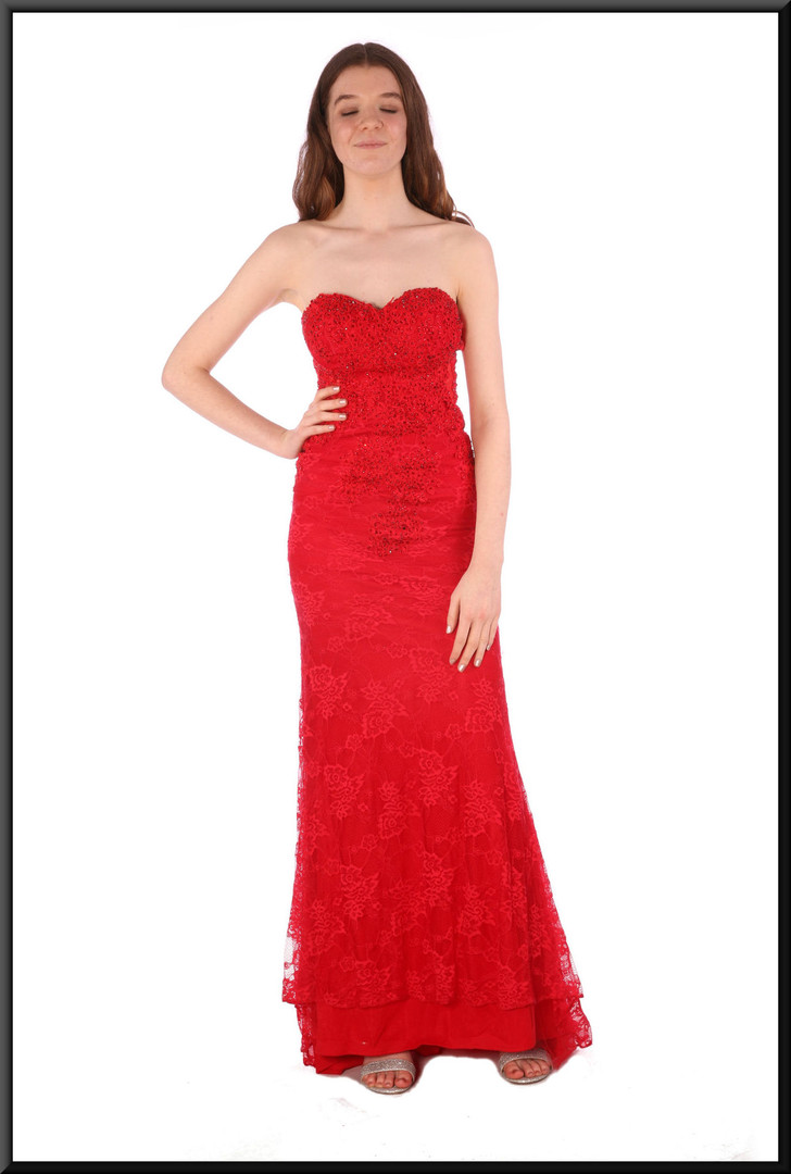 """Full length Jessica Rabbit strapless evening dress with floral pattern embroidery, size 4 / 6. Model height 5'7"""""""
