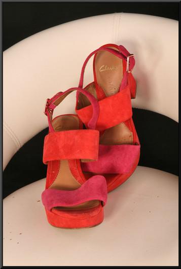 Ladies' felt effect red platform sandals size 5.5 by Clarkes