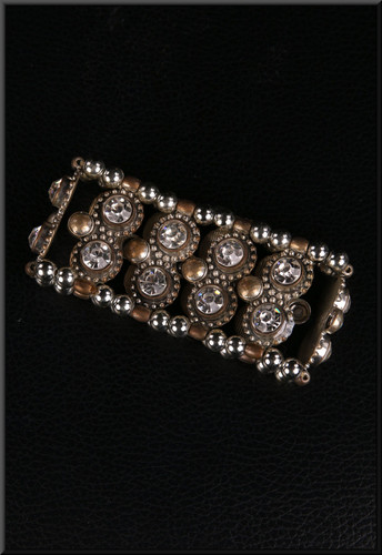 Elasticated metal and diamond effect bracelet