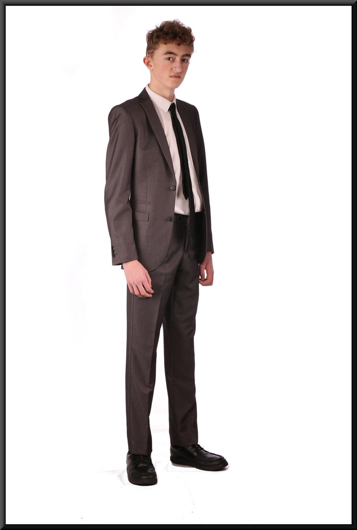Two-piece mid-grey slim-cut men's / boys' suit, chest 34, waist 28, inside leg 31, fit regular  Model height 5'11""