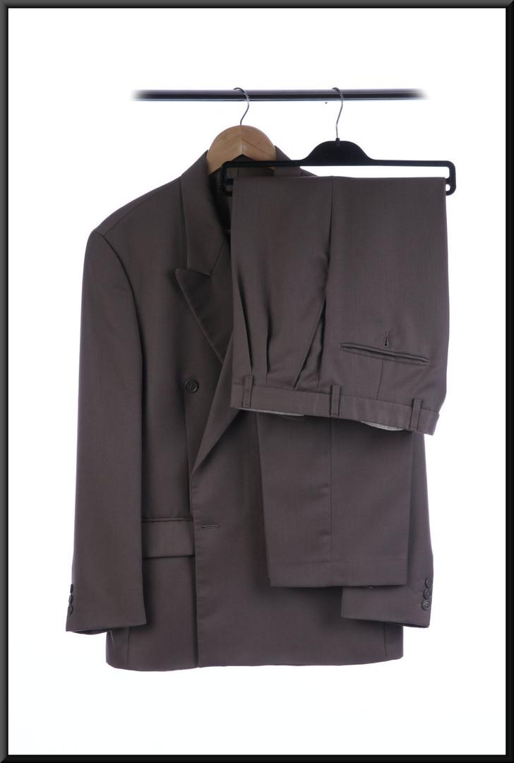 Men's lounge / business suit VGC chest 36 waist 32 inside leg 29 - light tan with a hint of grey