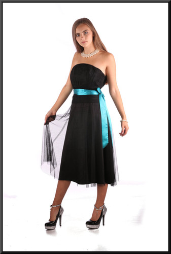 Net over polyester strapless mini cocktail dress, black with teal belt, size 10, model height 5'2""