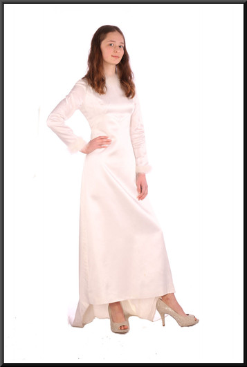 """Vintage 1972 hand-made wedding dress with train – white with a hint of ivory, size 6 / 8. Model height 5'6"""""""