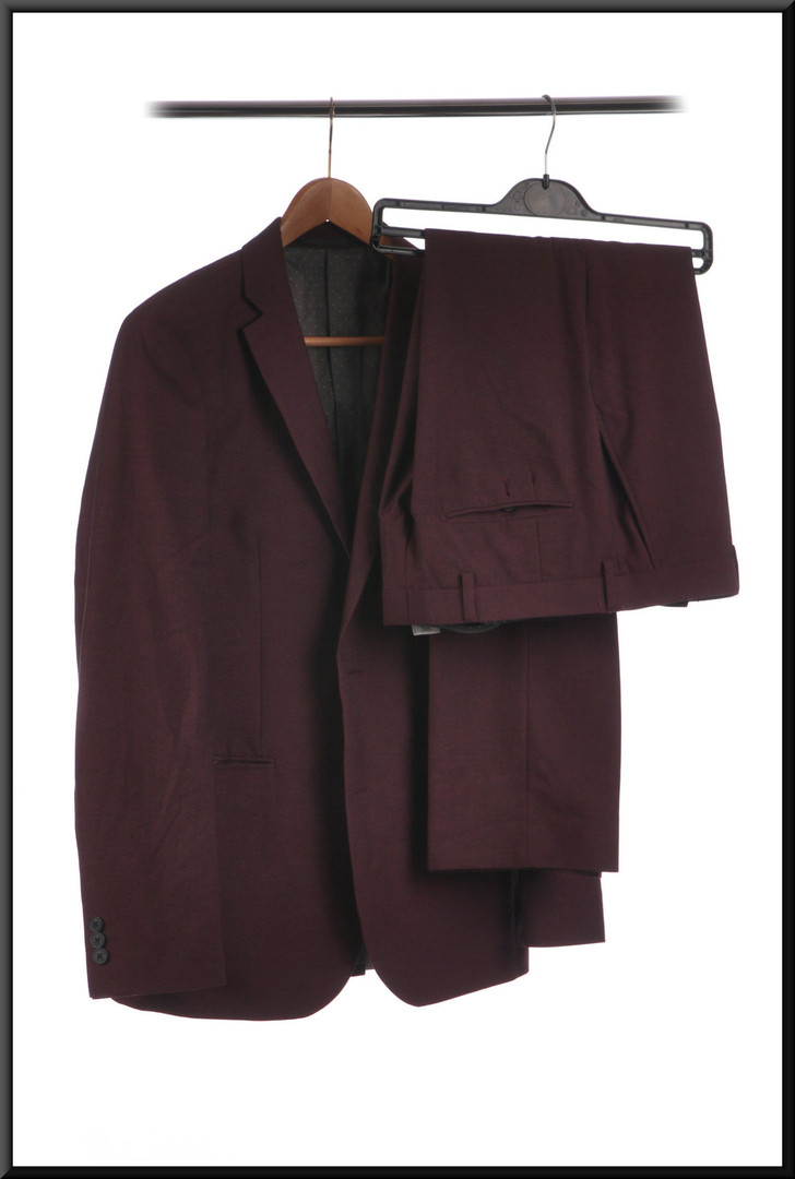 Men's suit two button s/b with grey polka-dot lining chest 40 waist 32 inside leg 31 - plum