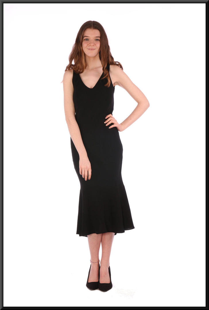 Calf length chiffon over polyester business / cocktail dress with slightly flared hemline (EU 32) - black, size 4 / 6 / 8; model height 5'7""