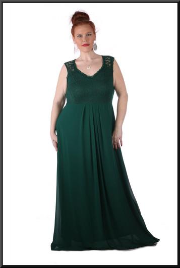 """100% polyester silk-effect dress over velvet effect skirt c/w pseudo-crochet bust, size 18 / 20 in bottle green. Model height 5'7"""""""
