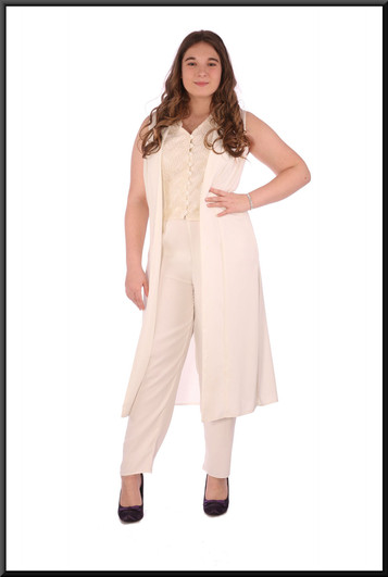 """Casual / evening trouser suit. Scarf available separately -accessories cat. no. A027, size 14. Model height 5'7"""""""