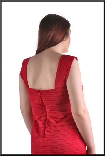 "Slightly twenties style mini dress with mini-fringe pattern, red, size 16, model height 5'7"""
