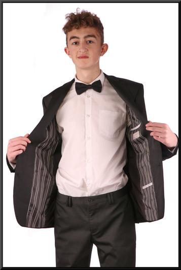 "Two-piece fairly slim cut evening suit, EU chest size 48, waist 38, inside leg NK, fit long, black / herringbone stitch.Model height 5'11"""