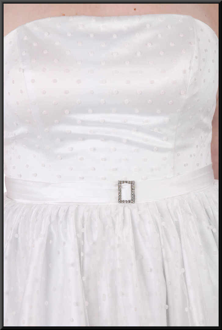 Strapless spotty-pattern, diamanté brooch belt, bridesmaid dress, size 18/20 - off white.  Model height 5'7""