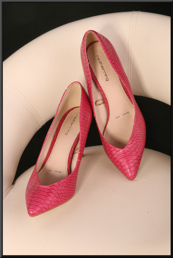 Ladies' pink lizard-skin effect stiletto evening shoes size 6 by Red Herring
