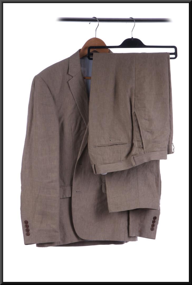 Men's lightweight suit chest 40 trousers estimated waist 32 inside leg 31 - light tan
