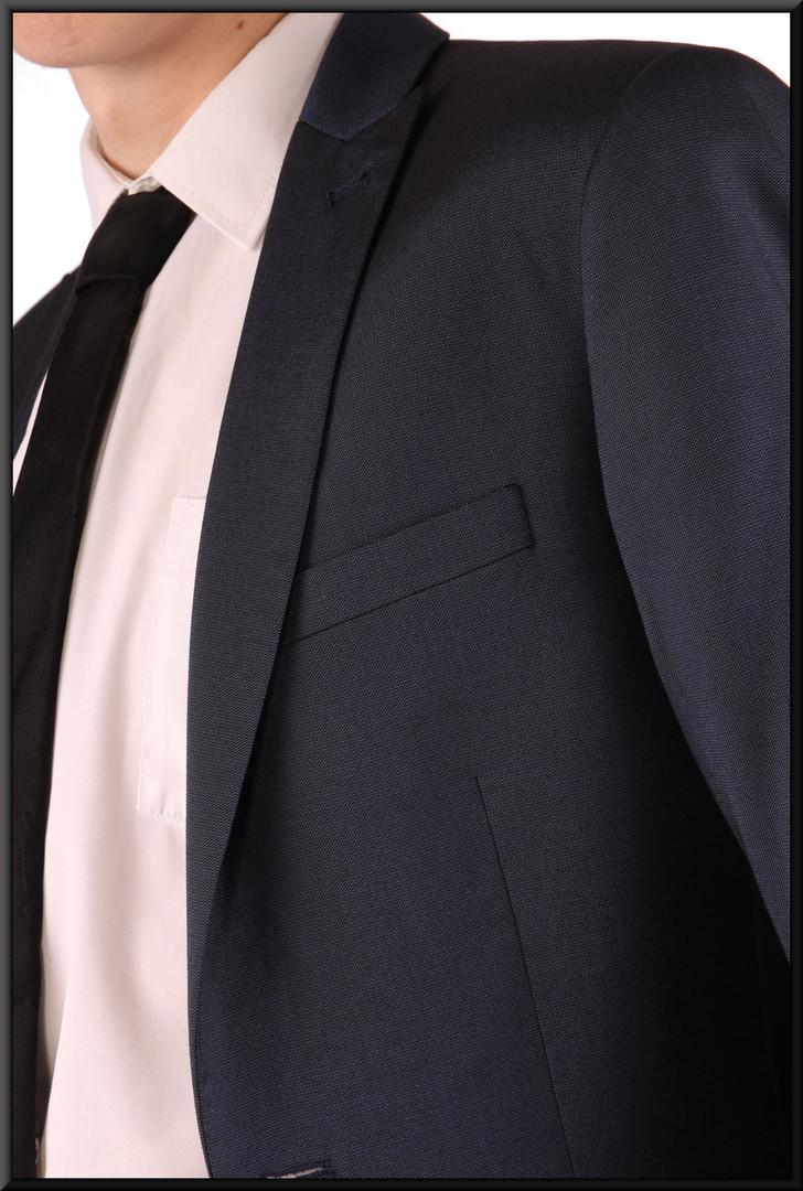 "Two-piece slim-cut dark blue men's / boys' suit, chest 36, waist 30, inside leg 31, fit regular  Model height 5'11"""