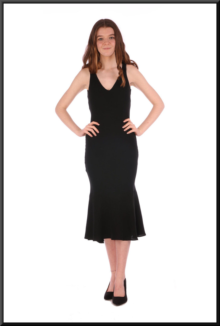 """Calf length chiffon over polyester business / cocktail dress with slightly flared hemline (EU 32), size 4 / 6 / 8. Model height 5'7"""""""