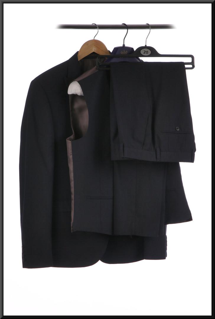 Three piece men's suit jacket 40 long waistcoat 40R trousers waist 38 inside leg 31 - dark blue
