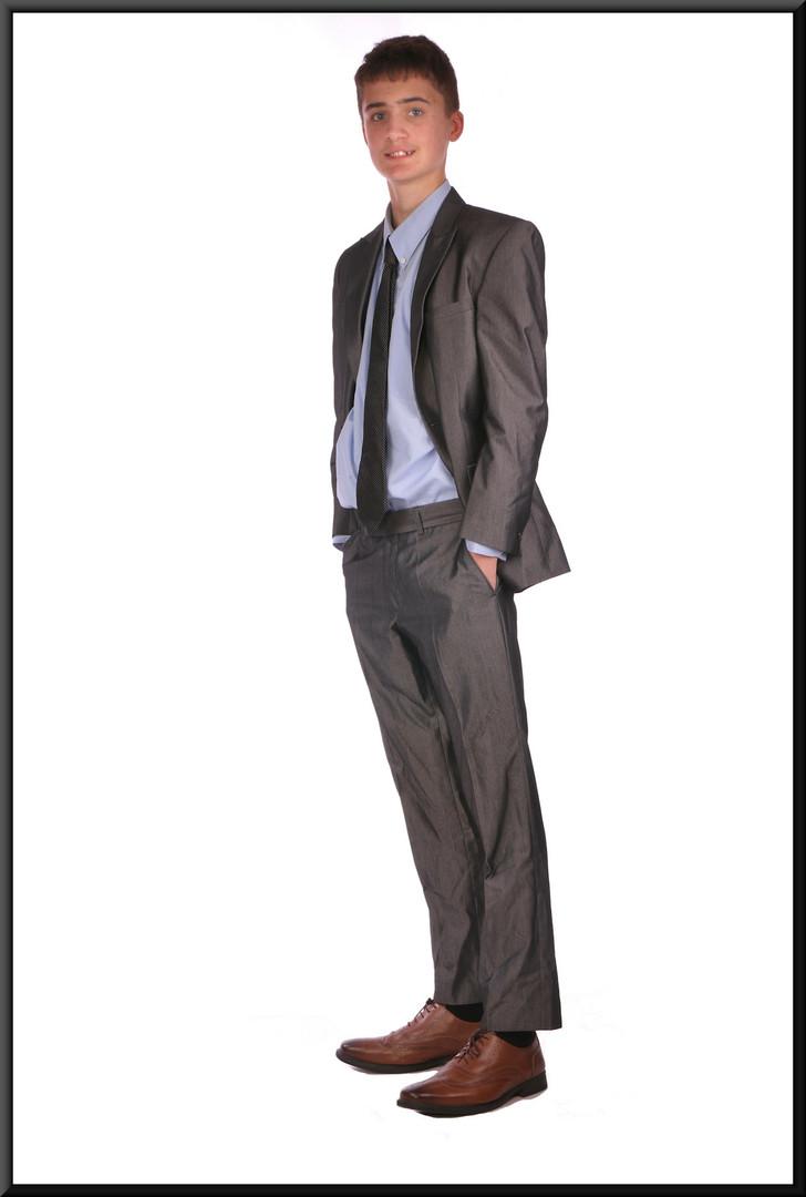 "Silver grey lounge suit chest 38 waist 32 inside leg 29. Model height 6'0"""
