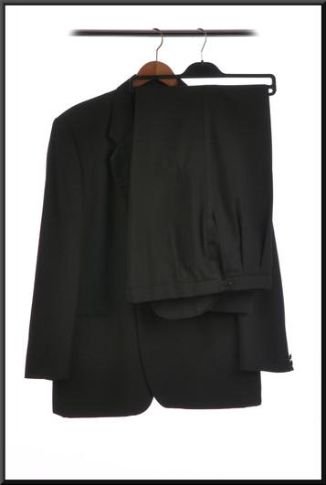 Men's evening suit chest 38 waist 38 inside leg 31 - black